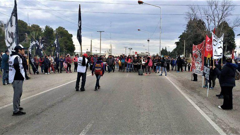 Organizaciones sociales levantaron el corte de puente y el tránsito es normal