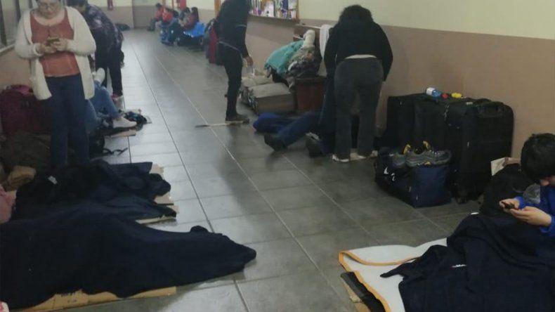 Turistas chilenos durmieron cuatro días en la terminal de Bariloche