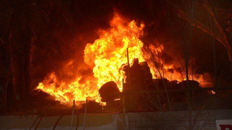 Un incendio gigante generó preocupación en la zona de la rotonda