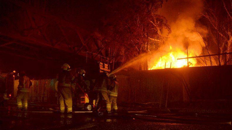Incendio en el vivero: el propietario tenía un cementerio de 500 cubiertas en el patio trasero