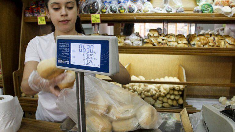 Golpe al bolsillo: el kilo de pan en Cipolletti ya se vende a 100 pesos y la docena de facturas a 250