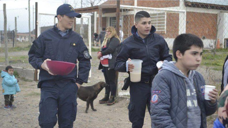 Policías de Oro: organizaron los festejos por el Día del Niño en el barrio Costa Linda
