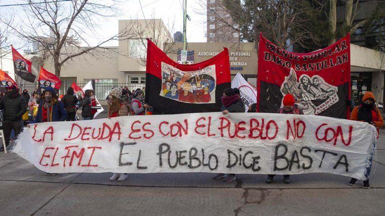 Organizaciones sociales marcharon contra la crisis económica