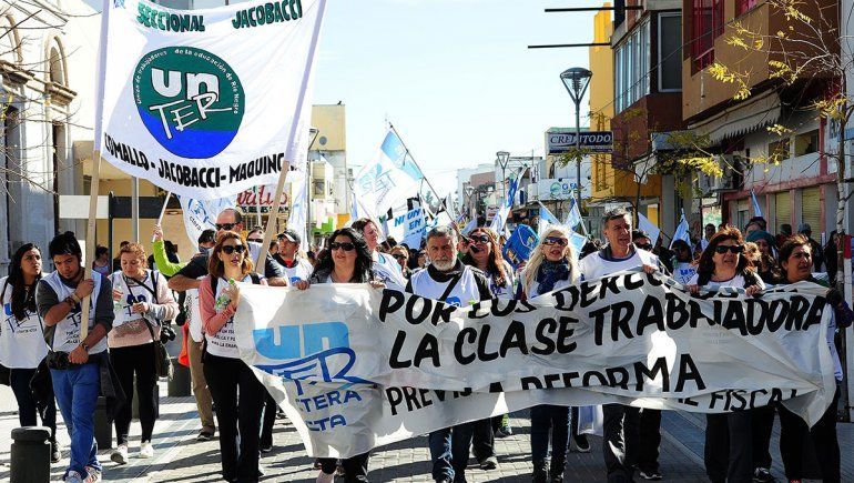 Los docentes exigen la urgente reapertura de paritarias