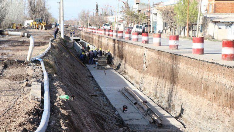 Avanza la obra en el canal y se viene la avenida Perón