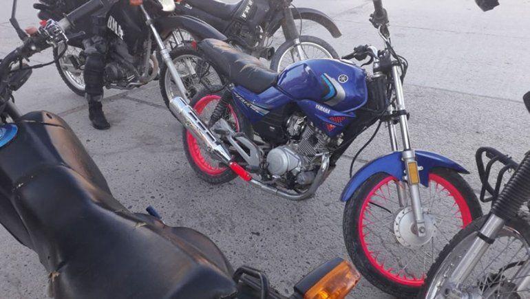 Detuvieron a dos menores a bordo de una moto robada