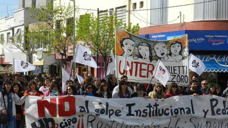 Docentes rionegrinos exigen paritarias y se declaran en alerta y movilización