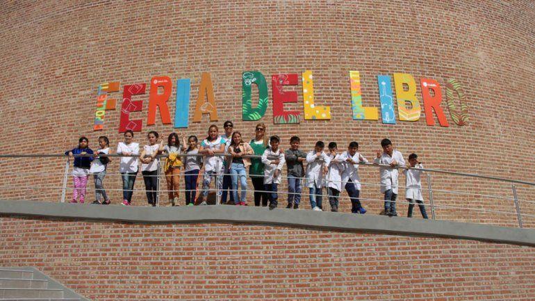 Por la feria, chicos de balsa Las Perlas conocieron Cipolletti