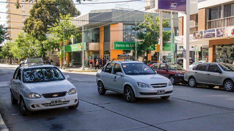 Cipolletti: por ahora, no aumentará la tarifa de taxis