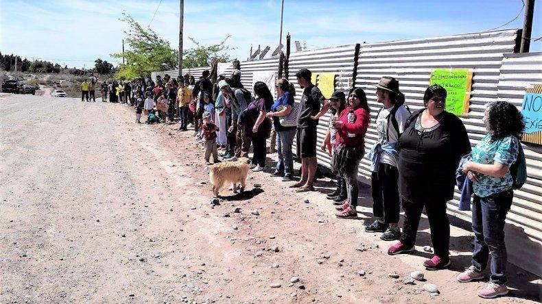 Abrazaron el colegio de Las Perlas para pedir por el nuevo edificio