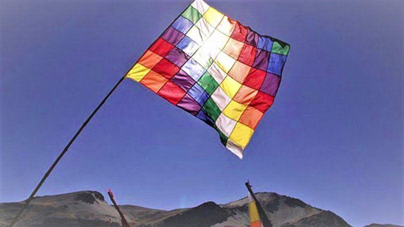 Piden izar la bandera Wiphala en la Legislatura en solidaridad con el pueblo de Bolivia