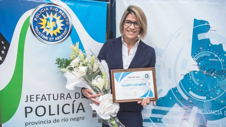 La policía campeona mundial de fitness fue reconocida por la Jefatura de Río Negro