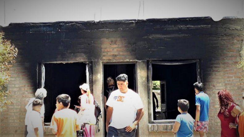 Se prendió fuego una casa en Ferri y toda una familia se quedó en la calle