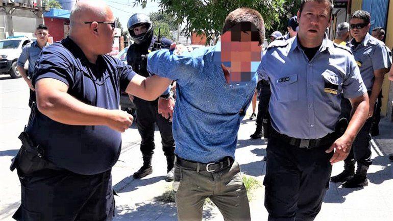 Temeraria persecución de vecinos y policías para recuperar un auto robado en el barrio Don Bosco