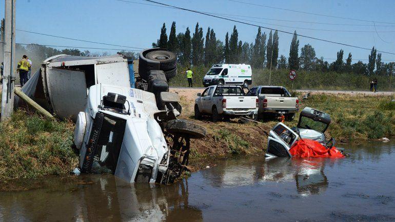 Murió la joven que estaba grave tras el tremendo accidente entre un auto y un camión en la 151