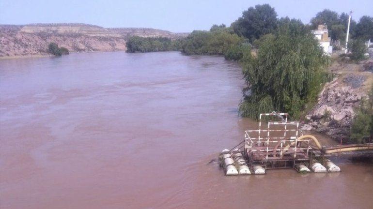 Altos índices de turbiedad en el río Negro condicionan el servicio de agua potable
