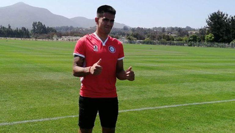 Elvis Hernández ya firmó con Unión La Calera