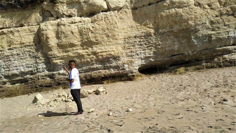 Derrumbe en la playa de Las Grutas.