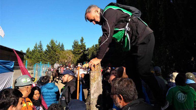 Incidentes en una marcha contra Joe Lewis en Lago Escondido