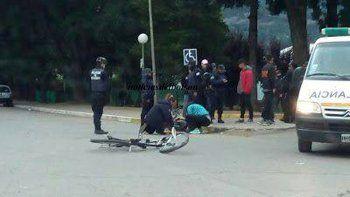 Atropelló un policía y lo llevó dos cuadras arriba del capot