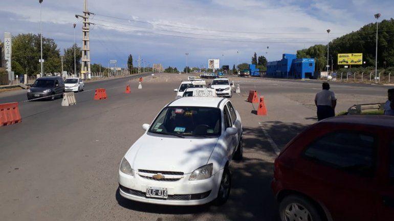 Taxistas podrán cruzar los puentes durante la cuarentena