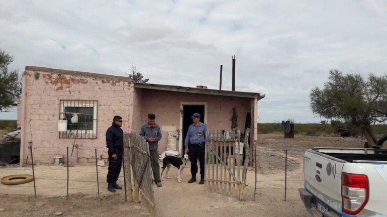 Policías solidarios ayudaron a un abuelo de 80 años en Darwin