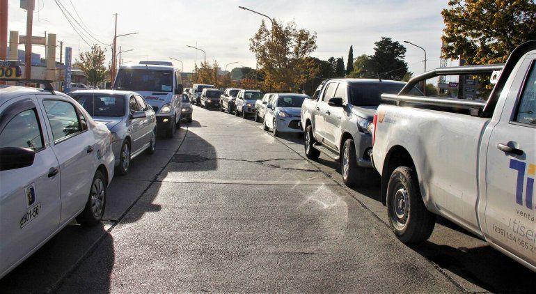 Colapsaron las rutas en Cipolletti por cortes y protestas en Neuquén