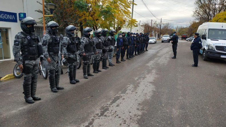 Gran despliegue policial en Cervantes terminó con dos detenidos