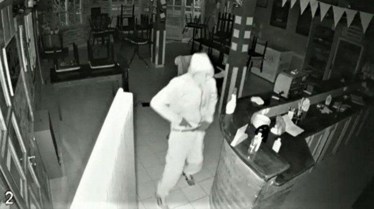 Delincuente entró a robar por tercera vez al complejo Duronia Club