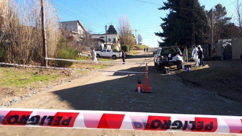 Bariloche: hallaron el cuerpo de una mujer en el patio de su casa