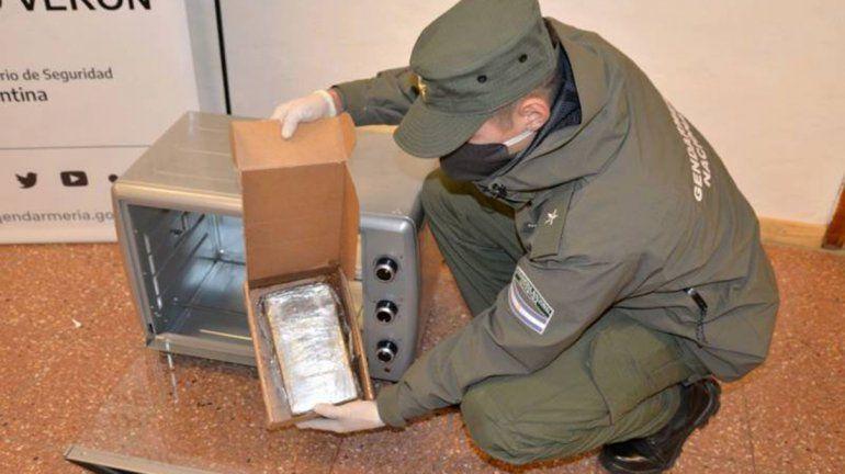 Decomisaron cocaína que era enviada adentro de un horno eléctrico