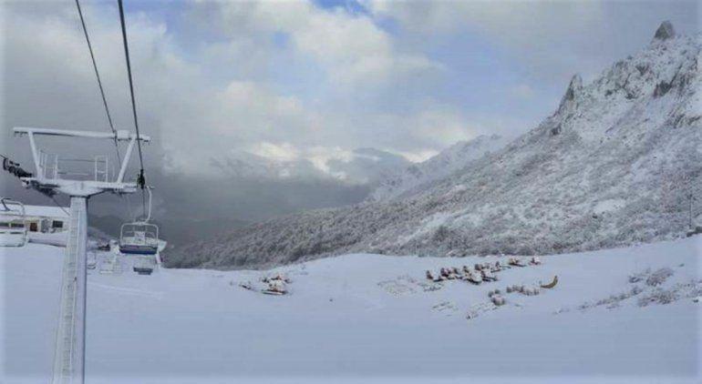Intensas nevadas en Bariloche y peligro de avalanchas