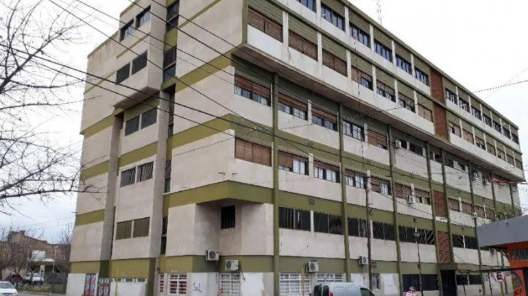 Denuncian a paciente con Covid-19 por escupir por la ventana del hospital