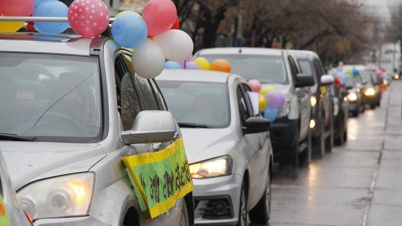 Multitudinaria caravana en defensa de jardines de infantes y maternales
