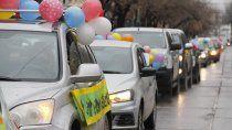 multitudinaria caravana en defensa de jardines maternales