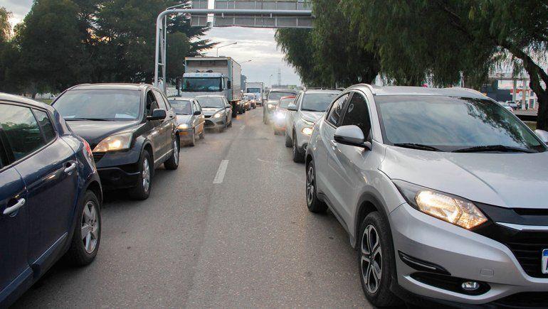 Pidieron un carril exclusivo para los colectivos en los puentes