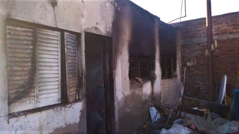 Se les prendió fuego la casa y perdieron todo