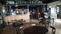 bariloche inicia una nueva fase y autoriza gimnasios, piletas y restaurantes