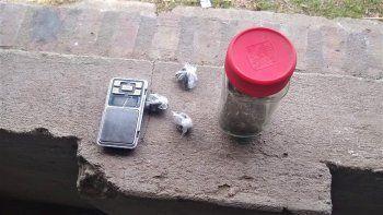 denunciaron la mala junta de tres jovenes con droga