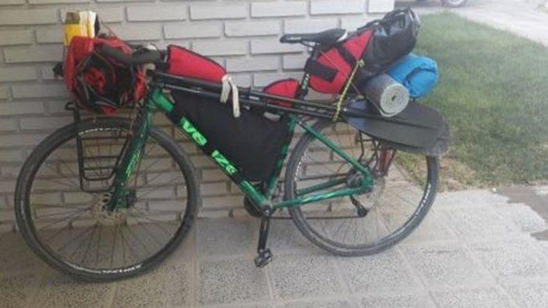 Le robaron la bici que le regaló su mamá y la busca por redes sociales
