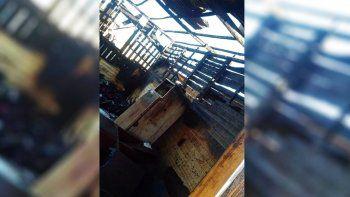 bomberos se encajaron en el barro y no pudieron apagar el incendio