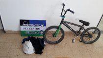 le robaron una bicicleta y siguio a los ladrones hasta su casa