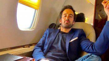 otro famoso llego a bariloche en avion privado y con amigos