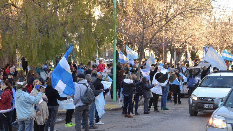 Masiva caravana opositora en las calles de la ciudad