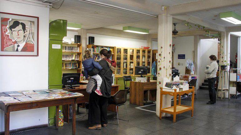Con estricto protocolo, volvió a abrir la histórica biblioteca Rivadavia