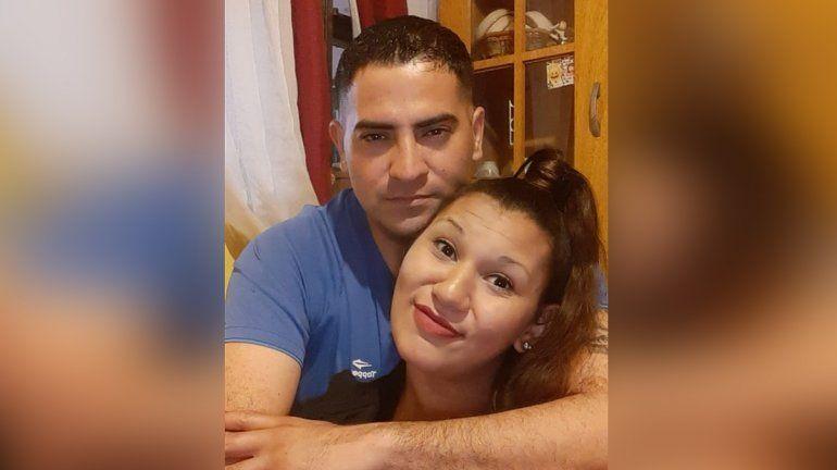 Le propuso matrimonio con los mariachis, afuera de una comisaría