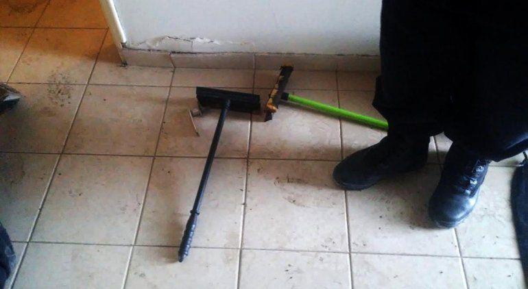 Dos conocidos limpiavidrios robaron una casa en venta