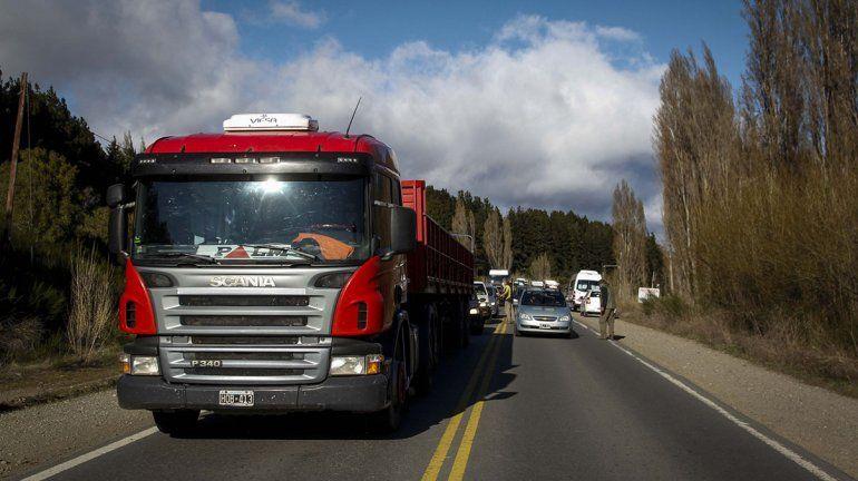 Caos en Bariloche por un corte de ruta de trabajadores gastronómicos