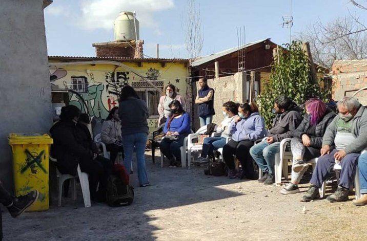 Dirigentes sociales de Río Negro y Neuquén debatieron en Cipolletti sobre la necesidad de tierras y viviendas y sobre los caminos para acceder a mejoras en los servicios básicos.