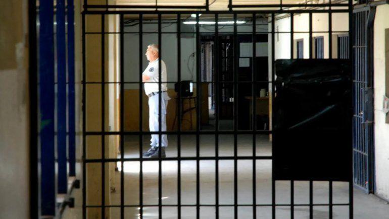 Una violenta pelea en el penal de Roca terminó con dos internos heridos